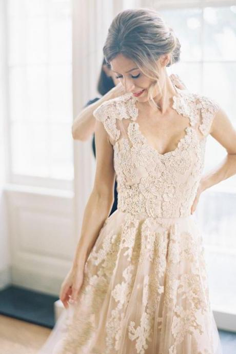 Wedding Dresses,Long Wedding Gown,Tulle Wedding Gowns,Lace Bridal Dress,Wedding Dress,Unique Brides Dress,Lace Wedding Dresses,Vintage V neck Wedding Gowns
